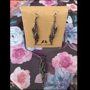 Chloe & Isabel king necklace & earrings